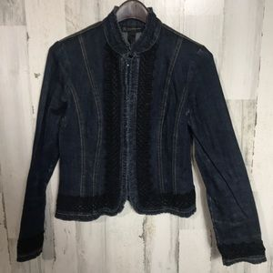 Fitted jean jacket with lace trim